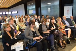 Giulia Zamagni, Direttrice del CUBO Unipol, e Paola Salomoni, prorettrice alle Tecnologie Digitali di UniBo e presidente di AlmaContest2017 aprono la finale della competizione