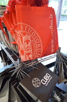 E' il momento degli ambiti premi: cartelle, cartelline, power box, libri e… denaro!