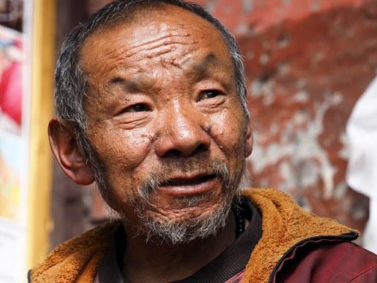 Il Lama Temba Sherpa capo spirituale della comunità Sherpa della Rolwaling Valley (Foto di Marco Sazzini)