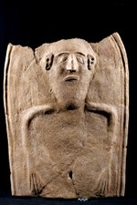 7. Sarcofago in terracotta con una decorazione antropoide (V secolo a.C.)