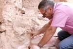 Jean-Jacques Hublin del del Max Planck Institute for Evolutionary Anthropology di Lipsia nel momento in cui è stato rinvenuto il primo nuovo fossile a Jebel Irhoud. Credit: Shannon McPherron, MPI EVA Leipzig, License: CC-BY-SA 2.0.