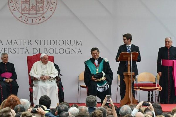 Il saluto a Papa Francesco di Davide Leardini, vice presidente del Consiglio studentesco (Foto Schiassi)