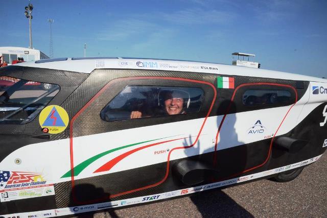 Pannello Solare Per Ricaricare Auto Elettrica : Emilia l auto solare dell università di bologna vince