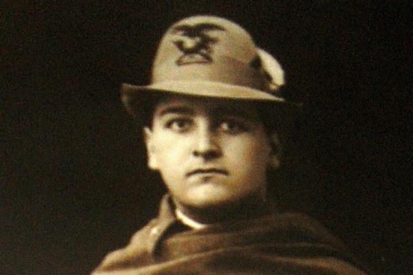 Fiaccadori Ermes (22/01/1899 - 25/05/1918) - Iscritto alla facoltà di Scienze matematiche, fisiche e naturali, a.a. 1917-18 I anno