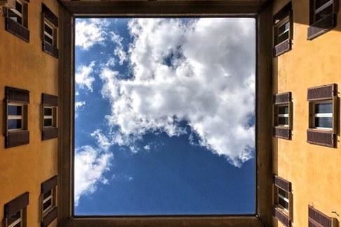 Il cielo in una stanza di via Zamboni 32